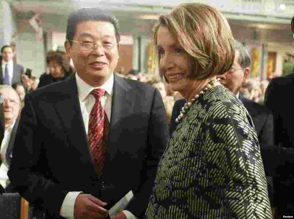 2010年12月10日,美国众议院议长佩洛西和中国民运人士杨建立在挪威奥斯陆参加诺贝尔和平奖典礼