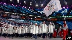 Атлеты из России на церемонии открытия Олимпиады, Южная Корея, Пхёнчхан, 9 февраля 2018