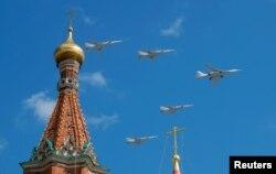 Ту-160 під час репетиції параду