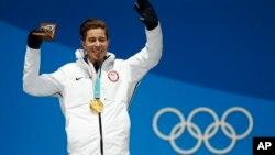 El estadounidense Shaun White gana su tercera medalla olímpica de oro de su carrera en los Jugos de Pyeongchang, Corea del Sur el miércoles, 14 de febrero de 2018.