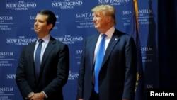 川普与儿子小川普2015年在新罕布什尔州一同出席政治活动 - 资料照片