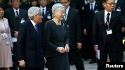 日本天皇明仁和皇后美智子到訪越南河內。