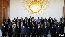 Para pemimpin Afrika bergambar bersama dalam KTT Uni Afrika di Addis Ababa, Ethiopia (Minggu 29/1).