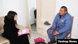 지난달 7일 조선신보는 북한에 장기 억류 중인 한국계 미국인 케네스 배 씨가 평양 주재 스웨덴 대사관 서기관과 면담한 인터뷰 내용을 실었다. (자료사진)