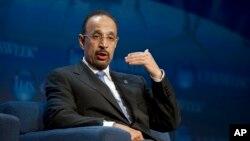 Tư liệu - Tân bộ trưởng năng lượng của Ả-rập Saudi Khalid Al-Falih, từng là giám đốc điều hành tập đoàn dầu khí quốc doanh Aramco, phát biểu tại một hội nghị về năng lượng, ngày 5 tháng 3, 2013, ở thành phố Houston, bang Texas, Mỹ.