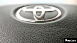 2013年4月11日丰田汽车的气袋装置照片。