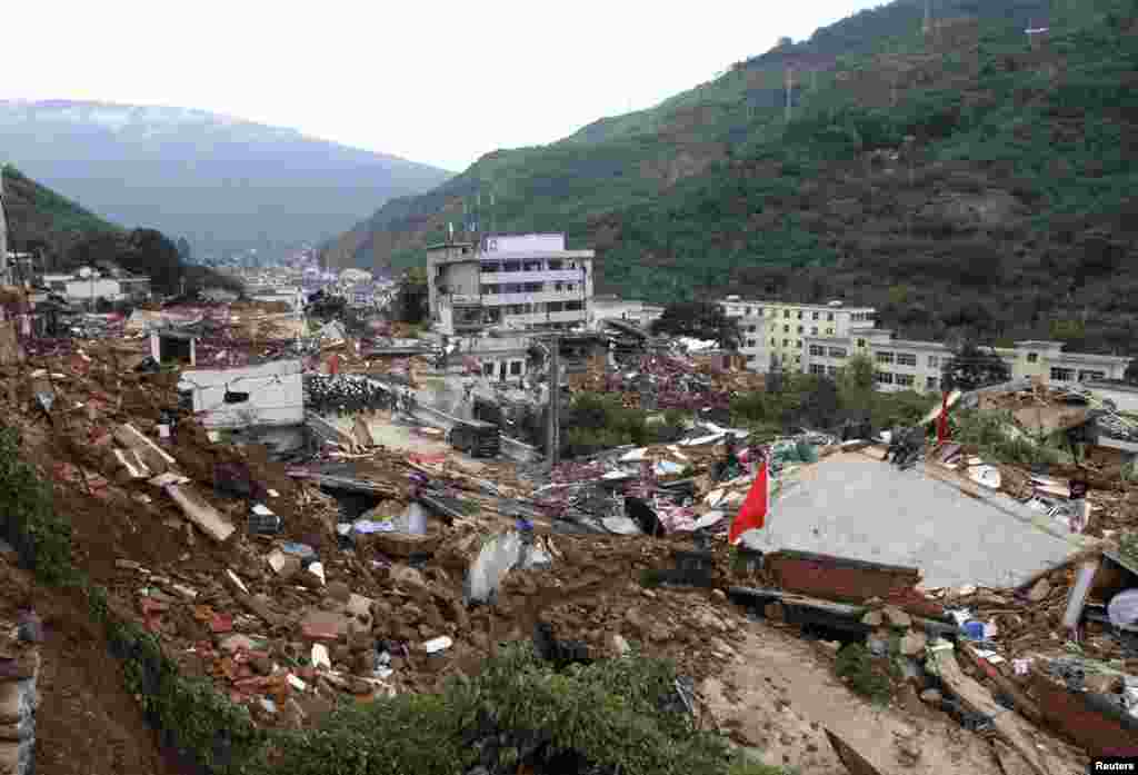 Rescuers search for survivors among the collapsed buildings after an earthquake hit Ludian county, Yunnan province, Aug. 4, 2014.