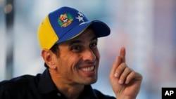"""Capriles dijo que los 56 saqueos que se han generado en Venezuela son una """"la bomba sobre la que está sentada el país""""."""