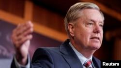 រូបភាពឯកសារ៖ លោកសមាជិកព្រឹទ្ធសភា Lindsey Graham ថ្លែងទៅកាន់សារព័ត៌មានបន្ទាប់ពីលោករដ្ឋអាជ្ញាពិសេស Robert Mueller រកមិនឃើញភស្តុតាងពីការលូកដៃរបស់រុស្ស៊ីនៅក្នុងការបោះឆ្នោតឆ្នាំ២០១៦ នៅក្នុងវិមានសភា Capitol Hill កាលពីថ្ងៃទី២៥ ខែមីនា ឆ្នាំ២០១៩។