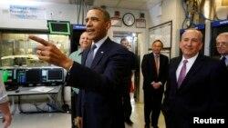 Barack Obama visitó el Laboratorio Nacional de Argonne, en Chicago, desde donde habló sobre energía renovable.