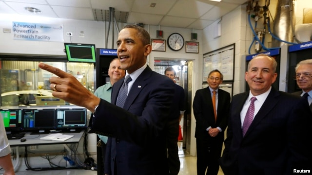 U.S. President Barack Obama tours the Argonne National Lab near Chicago, March 15, 2013.
