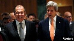 시리아 휴전 문제를 논의하기 위해 9일 스위스 제네바에서 만나 회담장소로 이동하고 있는 존 케리(오른쪽) 미 국무장관과 세르게이 라브로프 러시아 외무장관.