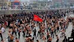 میلیون ها شیعه مذهب در سراسر جهان با اشتراک در مراسم عزاداری، همه ساله از دهم محرم بزرگداشت به عمل میاورند