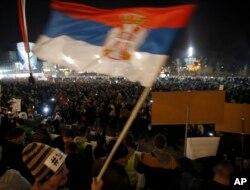 """Građani okupljeni tokom 11. protesta protiv vlasti, pod nazivom """"Stop krvavim košuljama"""", u Beogradu, 16. februara 2019."""