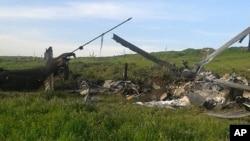 Xác một chiếc trực thăng của Azerbaijan bị bắn rơi trong khu vực Nagorno-Karabakh đòi ly khai, ngày 2/4/2016.