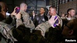 Prezident Obama 25-may kuni Afg'onistonga borib, harbiylar bilan muloqot qilgan edi.