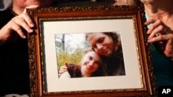 Na fotografiji su oteti bračni par Kejtlin Koleman i Džošua Bojl