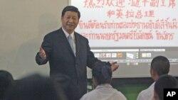 中国国家副主席习近平2011年12月23日在泰国向学生讲话的资料照片