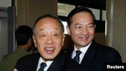Zhang Kunsheng (kanan) di Hanoi, November 18, 2006 (Foto:dok).