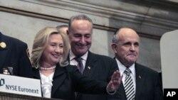 Le sénateur Charles Schumer (au centre) a milité pour l'adoption de la réforme de l'immigration