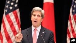 အေမရိကန္ႏုိင္ငံျခားေရး၀န္ႀကီး John Kerry ဂ်ပန္ႏုိင္ငံ တိုက်ိဳစက္မႈတကၠသိုလ္မွာ မိန္႔ခြန္းေျပာၾကားစဥ္ (၁၅ ဧၿပီ ၂၀၁၃)
