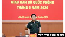 """Bộ trưởng Ngô Xuân Lịch tại Hội nghị giao ban tháng 5 của Bộ Quốc phòng ở Hà Nội hôm 1/6. Đại tướng yêu cầu quân đội """"đề cao cảnh giác"""" trước các """"diễn biến phức tạp"""" trên Biển Đông.(Screenshot of VTV)"""