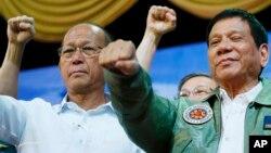 Bộ trưởng Quốc phòng Philippines Delfin Lorenzana và Tổng thống Duterte.