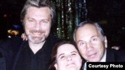 Савелий Крамаров с Джоан Борстен и Олегом Видовым. Лос-Анджелес. 1987 г.