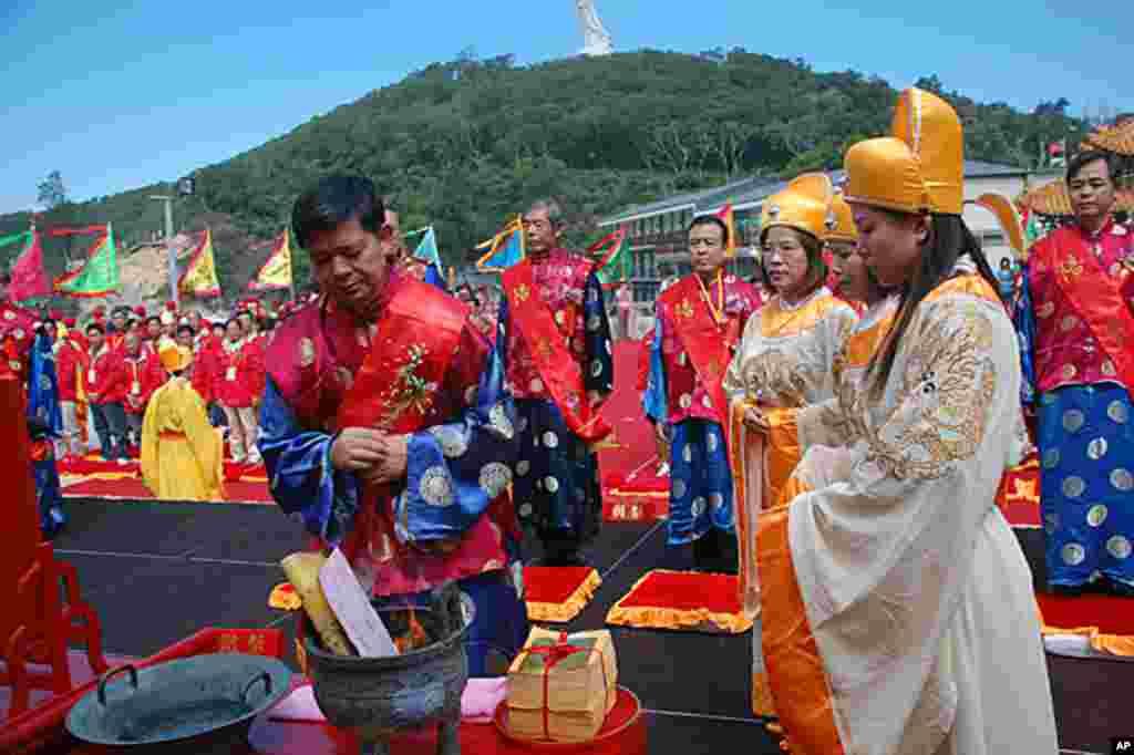 连江县县长杨绥生等人在祭祀大典上