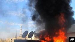 叙利亚政府军炮击霍姆斯引起居民住宅大火