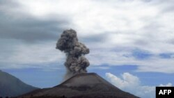 Endonezya'daki Yanardağ Patlamasının Ardından 4 Kişi Kayıp