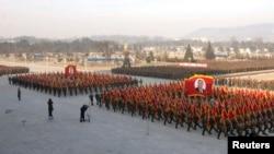 북한군은 김정일 국방위원장 사망 2주기를 하루 앞둔 지난 16일 김정은 국방위 제1위원장에 대한 충성 맹세 대회를 가졌다고, 북한 '조선중앙통신'이 보도했다.