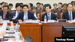 지난 5일 국정감사에 출석한 4대강 유역 환경청장들이 질의에 답변하고 있다.