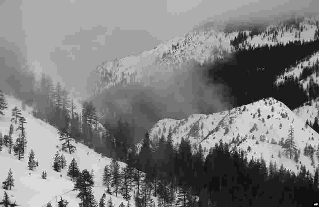امریکہ کی ریاست کیلیفورنیا میں ریکارڈ برفباری سے اس ریاست کے شمالی حصوں میں خشک سالی کا خاتمہ ہوا ہے۔