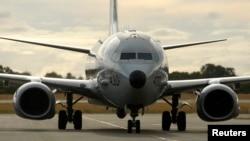 Máy bay trinh sát P8 Poseidon của Hải quân Mỹ trở về sau chuyến bay tìm kiếm máy bay Malaysia Airlines MH370 trên Ấn Độ Dương, tại sân bay quốc tế Perth.