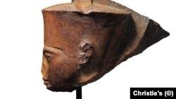 مجسمه سر «توت عنخ آمون» که قرار است به زودی در حراجخانه کریستی لندن به فروش گذاشته شود