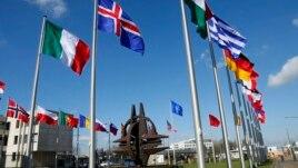 NATO shtrinë patrullimet me avionë në kufirin me Ukrainën