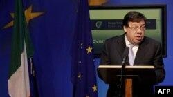 Kryeministri irlandez përpiqet të mbajë të bashkuar qeverinë