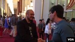 Alex Alpharaoh después de presentar su unipersonal en el Millenium Stage del Kennedy Center en Washington, DC.