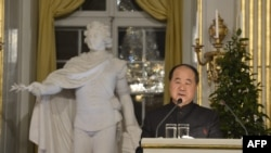 2012年诺贝尔文学奖得主莫言2012年12月7日在瑞典斯德哥尔摩皇家学院发表传统的获奖演说