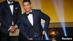 Cristiano Ronaldo de Portugal ganó su tercer Balón de Oro de la FIFA.
