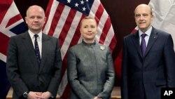 31일 유엔 본부에서 윌리엄 헤이그 영국 외무장관(왼쪽), 힐러리 클린턴 미 국무부장관(가운데), 알랭 주페 프랑스 외무장관