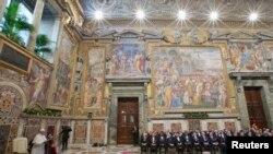 پوپ فرانسس ویٹیکن سٹی میں تعینات غیر ملکی سفیروں سے سالانہ خطاب کر رہے ہیں۔