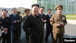 Ким Чен Ын (в центре). Пхеньян. КНДР. 14 октября 2014 г.