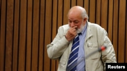 Barry Steenkamp testifies at former Paralympian Oscar Pistorius' sentencing for the murder of Reeva Steenkamp at the Pretoria High Court, South Africa, June 14, 2016.