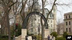 В місті Івенстон розташовано великий американський університет Northwestern University