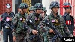 Binh sĩ tuần tra quanh trụ sở quân đội Hoàng gia Thái Lan ở Bangkok, ngày 18/6/2014.