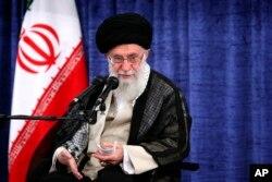 야아톨라 알리 하메네이 이란 최고지도자가 23일 수도 테헤란에서 열린 정부관리들과의 회담에서 발언하고 있다.