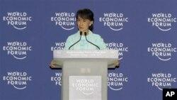 緬甸民主運動領袖昂山素姬星期五在世界經濟論壇發表講話。