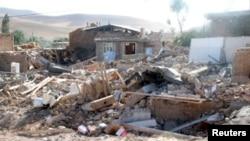 9일 이란 남부 부셰르 인근에서 지진으로 파괴된 가옥.